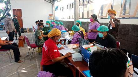 Vaksinasi Covid-19 Gelombang Pertama Tahap 1 Massal di Desa Banjar
